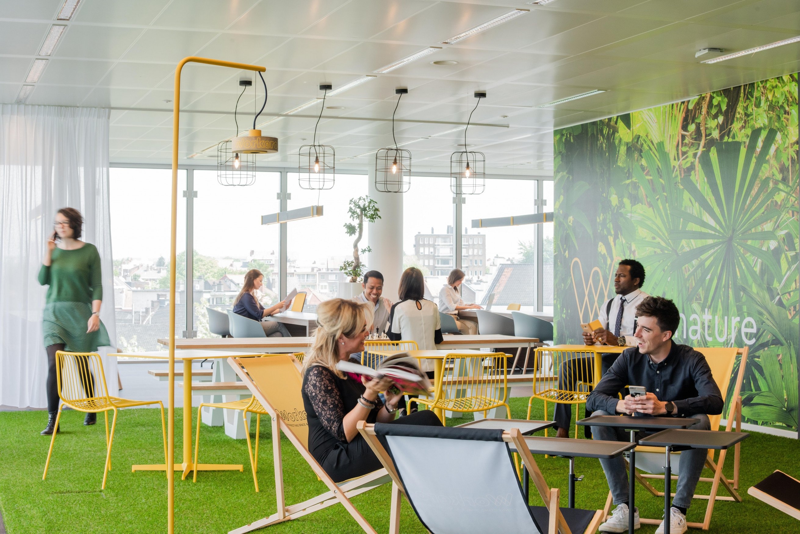 What Do Coworking Spaces Offer? Here's the Answer