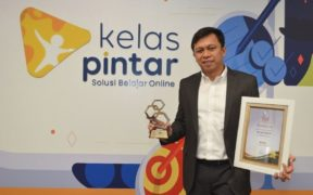 Kelas Pintar Wins the Best Education Platform Award
