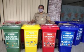 Gojek and Bandung City Government Collect Plastic Waste for Recycling